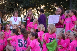 Chicas presenting a check during Oktoberbreast in 2012